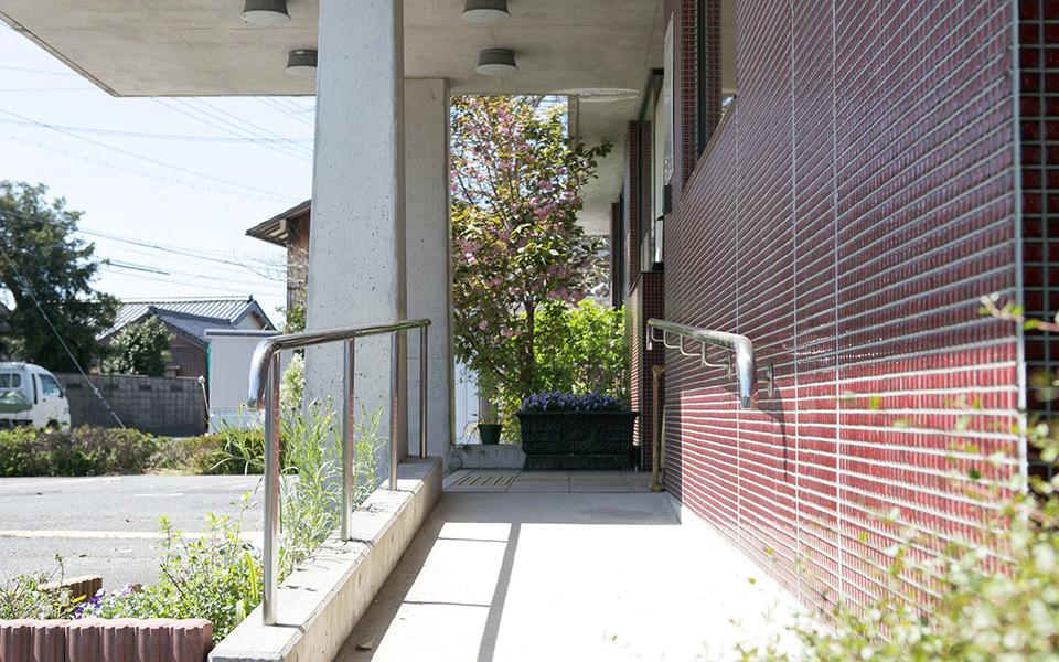 りつ歯科医院の駐車場
